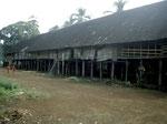 In Papasehang gibt es noch ein altes Langhaus, in dem nach wie vor Dayaks leben, sie erzeugen typische Dayak-Gebrauchsgegenstände und verkaufen diese an Touristen.