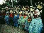 Männer der Dayak Tanzgruppe.