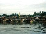 Am Unterlauf leben in den meisten Dörfern moslemische Kutai, die aus anderen Inseln von Indonesien zugewandert sind.