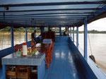 Dieses geräumige Boot ist normalerweise für 30 Touristen gebaut, wir konnten kein kleineres in Tengarong finden.