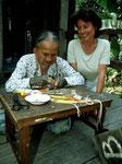 Im Bahau Dorf besuchen wie schon zum dritten Mal unsere gute Bekannte Boa Daun.