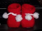 zapatitos hechos por Estrella para su sobrinito!, se ven preciosos en rojo!