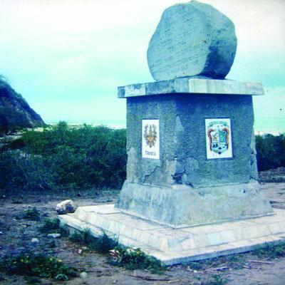 Monumento a la Mitad del Mundo, en el sitio El Palmar del cantón Pedernales por donde atraviesa la Línea Ecuatorial.