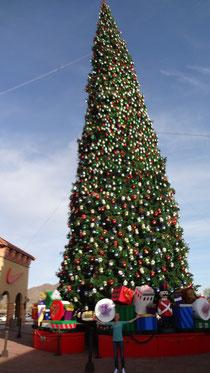 Der größte Weihnachtsbaum der USA im Outlet in Phoenix