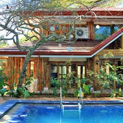 Truly wonderful hotel with a tropical lush garden @ Palo Alto Bed & Breakfast, Puerto Princesa, Palawan, Philippines 2013 © Sabrina Iovino | JustOneWayTicket.com