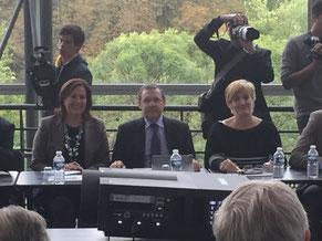 Philippe Bas entouré de ses collègues  Catherine Troendle, sénateur du Haut-Rhin et Vivette Lopez, sénateur du Gard