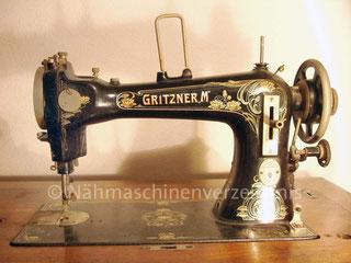 Gritzner M, Flachbett-Nähmaschine mit Umlaufgreifer, Fußantrieb, Hersteller: Gritzner-Werke, Durlach (Bilder: U. Trabant)
