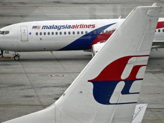 Malaysia-Airline-Flugzeuge auf dem Flughafen von Kuala Lumpur. Gehört das am Strand von La Reunion gefundene Wrackteil zur vermissten Maschine von Flug MH370? Foto: Fazry Ismail
