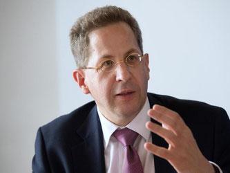 Der Präsident des Bundesamts für Verfassungsschutz, Hans-Georg Maaßen, spricht auf einer Pressekonferenz. Foto: Marijan Murat/Archiv