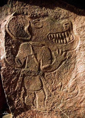 Gravure rupestre du Messak (Libye), représentant un homme à tête de canidé JLLQ © RADIO FRANCE