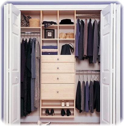 Closet con cajonera, repisas, zapatera y barras de colgar ropa