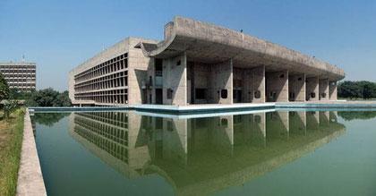 Здание Ассамблеи . Чандигарх  — новая столица штата Пенджаб, Индия. 1951-1962