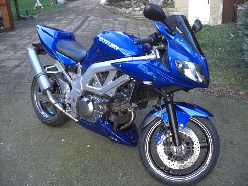 Blaue bremsflüssigkeit