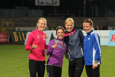 Anita Baierl, Jannika John, Sabrina Mockenhaupt und ich glücklich nach dem Rennen beim Auslaufen! :)
