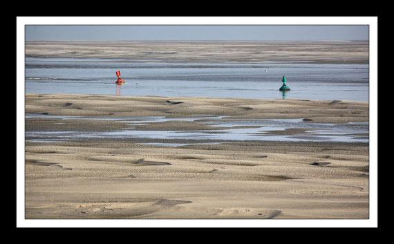 Les bouées du chenal de la Somme à marée basse