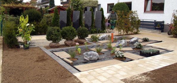 Ein neuer Garten entsteht. Gärtner Peter Korfmacher Gartenbau plant und setzt Ihre individuellen Gartenwünsche um. Kreis Herford und Umgebung.
