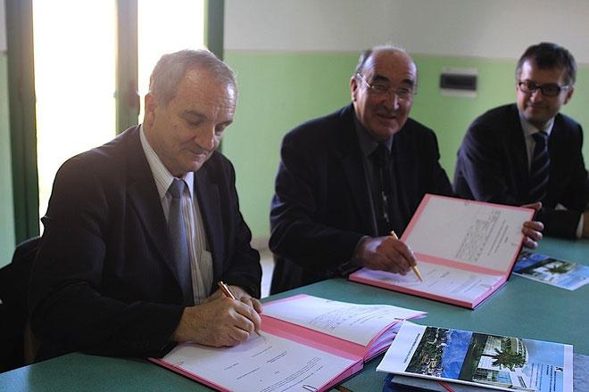 François Vincentelli et  Joseph Castelli à l'heure de la signature du contrat. (Photos Jean-Paul Lottier)