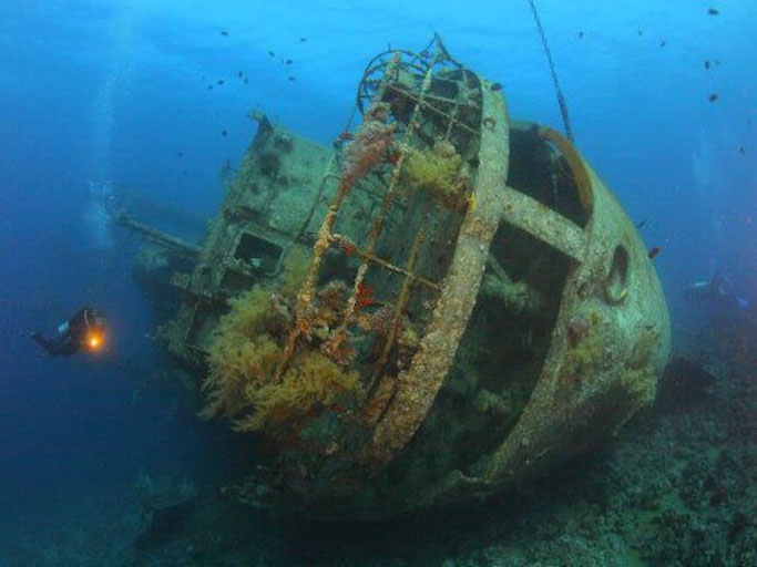 wreck diving in Philippines