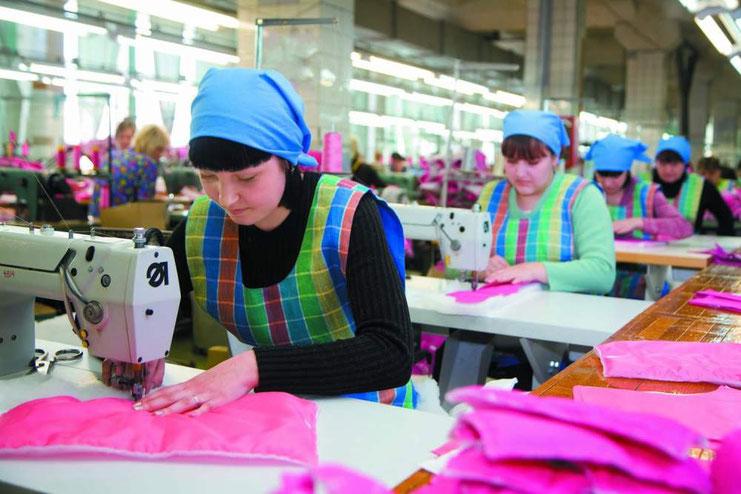 Китайская фабрика кожаных изделий (20 фото)