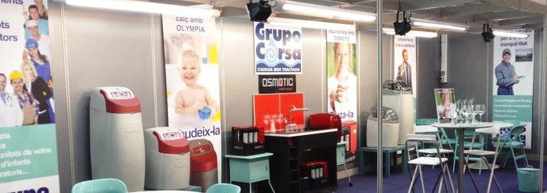 Stand de Grupo Corsa con exposición de equipos de ósmosis inversa y descalcificadores domésticos