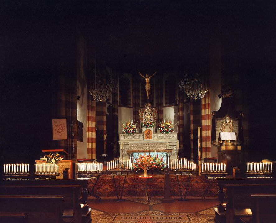 L'altare e il Crocifisso