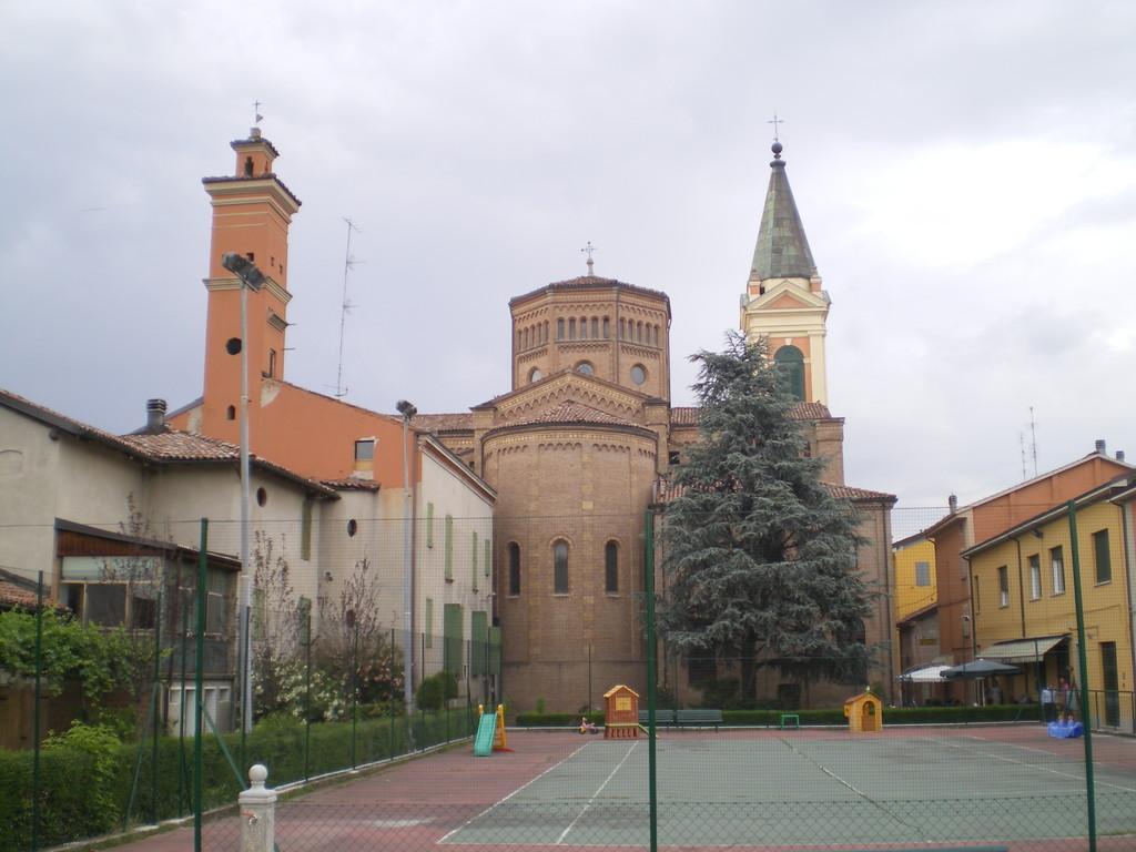La Chiesa vista dalla Via Battisti