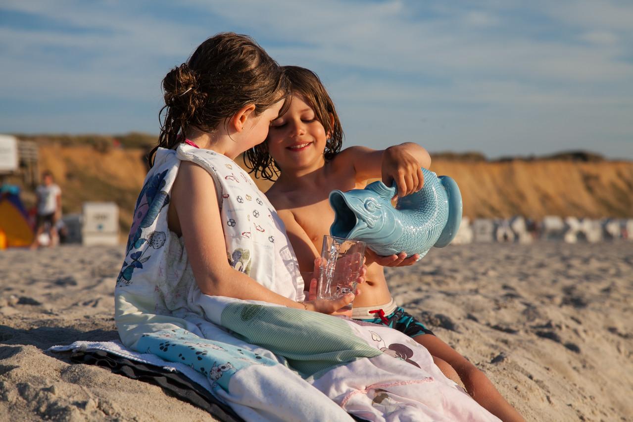 Kinder haben Spass mit Gluckigluck