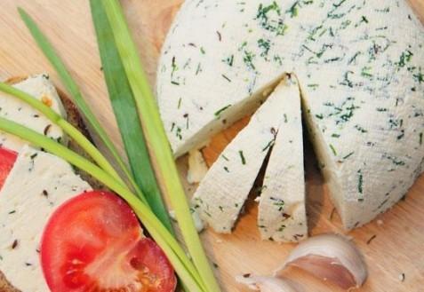 Сыр с зеленью домашний
