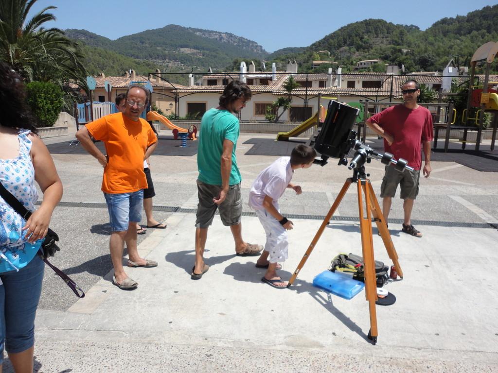A més de cuinar amb el Sol el vàrem poder observar amb aquest telescopi