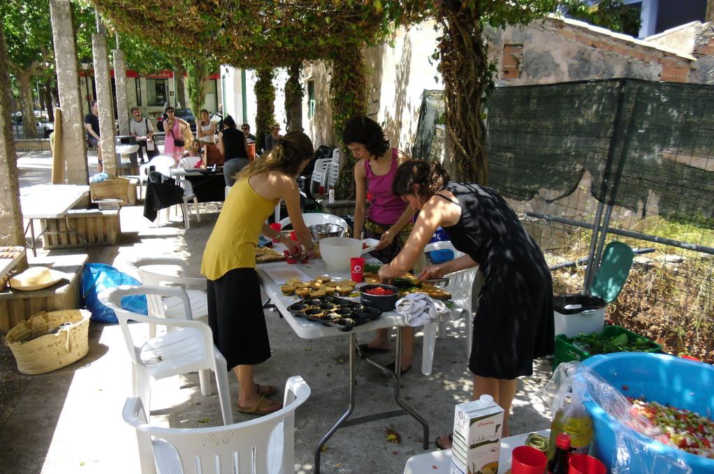 I no podem oblidar els pinxes solars! Varen fer una feinada tallant verdures tot el matí, moltes gràcies!