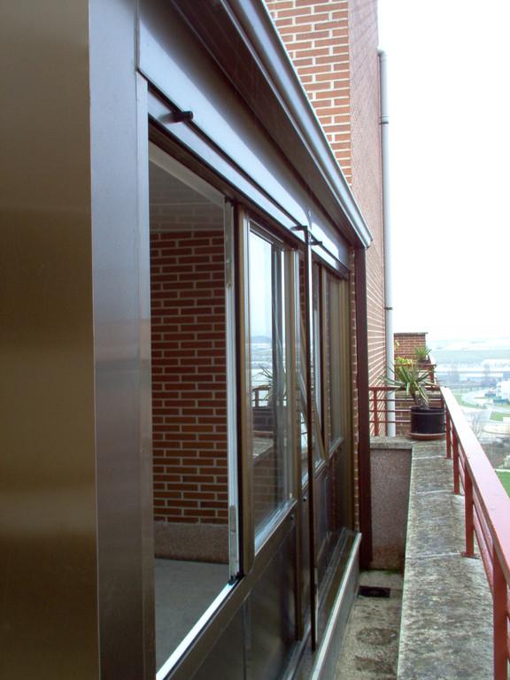 Cerramiento de terraza con panel sandwich