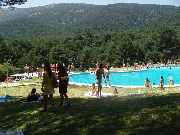 Piscinas cercedilla for Navafria piscinas naturales