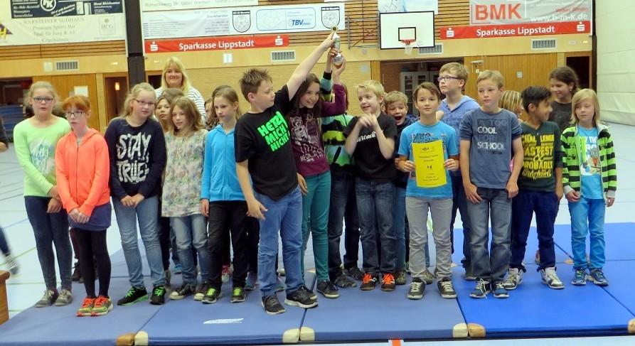 """Herzlichen Glückwunsch zum 1. Platz beim Völkerballturnier an die Mannschaft """"Die Gewinner"""" aus der Klasse 4b."""