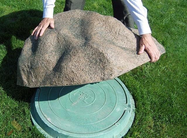 Сделать декоративный камень на люк своими руками