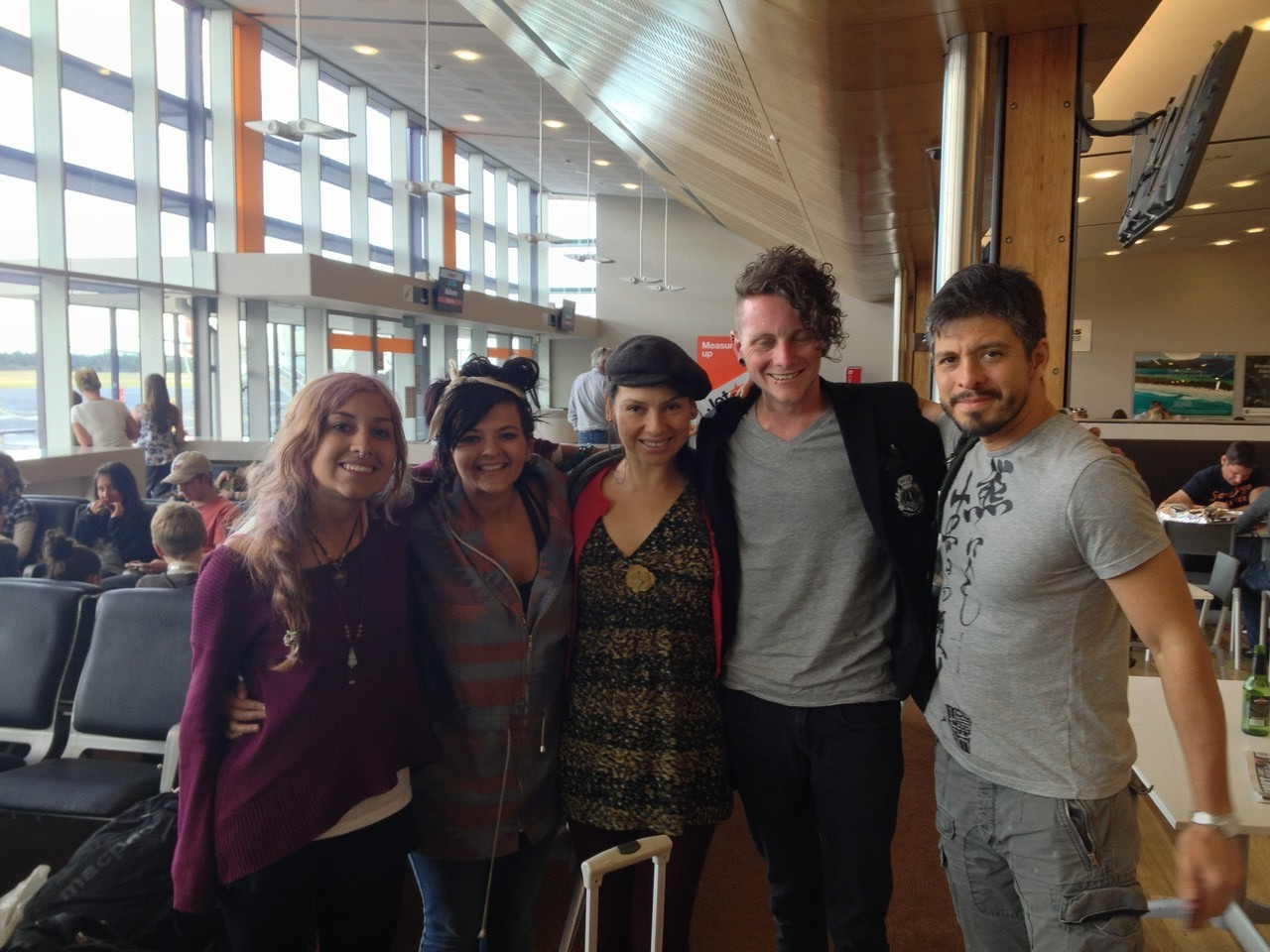 Back to the airport and Rodrigo y Gabriela are spotted by fans. They are always very gracious and happy to do photos ..