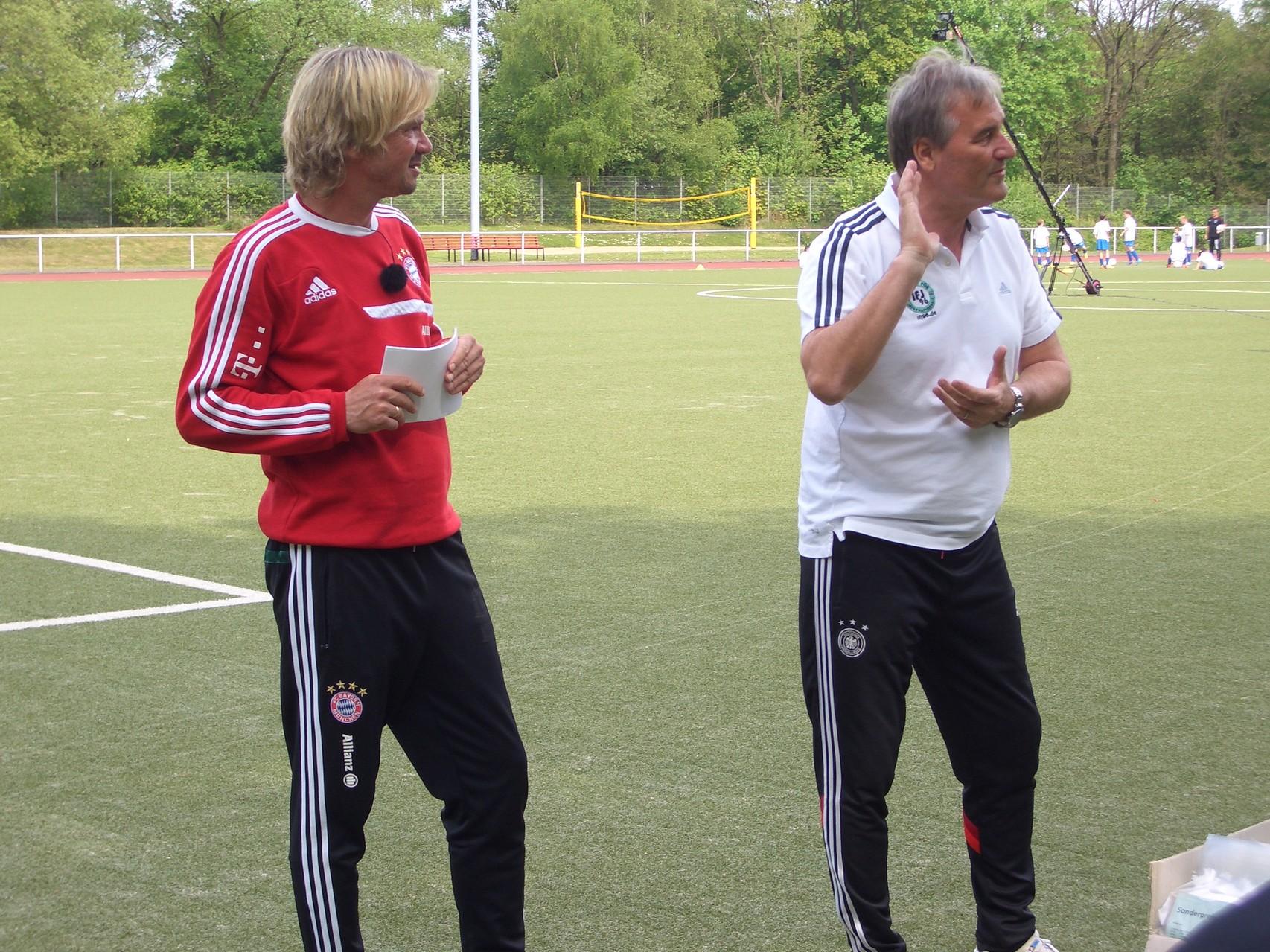 Matthias Nowak und Peter Schreiner (Institut für Jugendfußball)