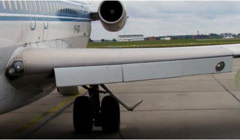 Vue d'une aile d'avion et de ses volets