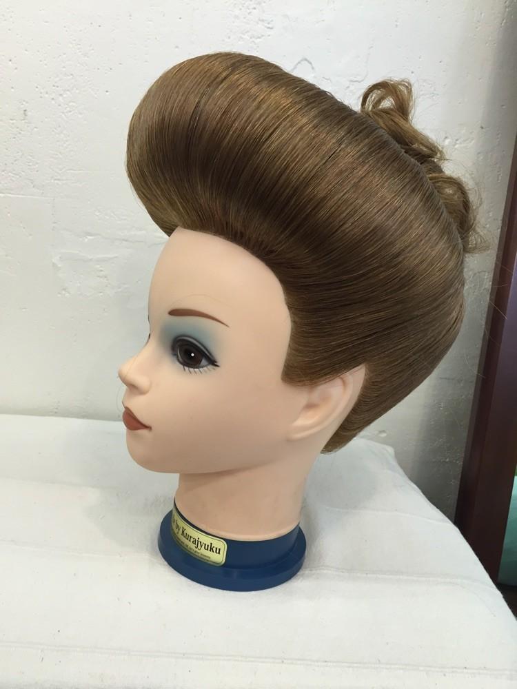 髪型女性ストレート