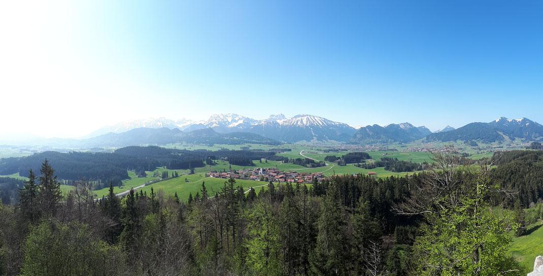 Blick von der Burg in Richtung Zell und Pfronten/ Breitenberg