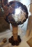 lampe en bois et pommes de pins naturelles fait main