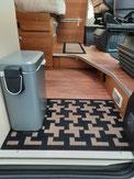 Mülleimer, Fußmatte im Eingang