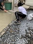 土、砂利、雑草、雨、泥でお困りでしたら横浜の泊工業にコンクリート敷設工事のご相談を。