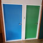 鍵付き フラッシュ戸 青と緑