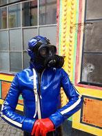 CORONA-Maskenpflicht Outfit zugespitzt