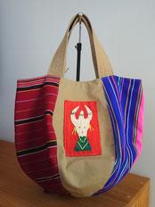 ミャンマー・パラウン族手織り布 刺繍はナガ族