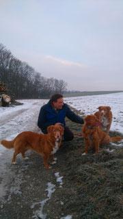 v. l. n. r. Mali, Fena und Josy - erster Spaziergang nach der Übernahme!