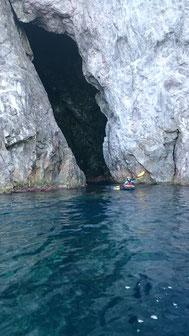 影の神の海食洞窟