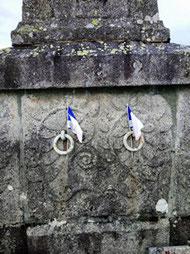 Les petits drapeaux attestent que ce monument est encore honoré.