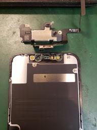 画面を外しイヤースピーカーセンサーを取ったiPhone11