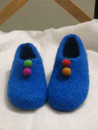 Filzhausschuhe für Kinder Groesse 31 royalblau mit bunten Filzkugeln